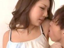 板野友美似の南紗彩ちゃんがワキ舐めされて息を荒くする!