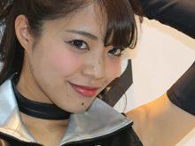 綺麗に処理されて自信ありげなツルワキを披露する南唯莉 大阪モーターサイクルショー2015