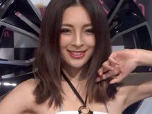 【高画質ワキフェチ動画】完璧なツルワキと卑猥なワキのシワがたまらんセクシーキャンギャル 大阪オートメッセ 2015