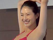 【高画質ワキフェチ動画】完璧に処理されたツルワキを自信たっぷりに見せつけるミス日本東日本代表の青木佑美香
