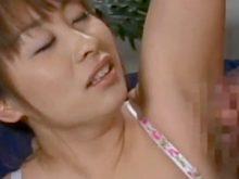 両ワキをワキ舐めされてからのワキコキ、ワキ射されるHカップ爆乳美女
