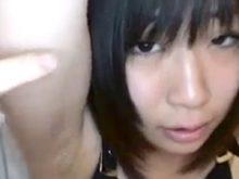 黒髪美少女のワキをチェックしたら思いの外汚い剃り残しのあるジョリワキだった!