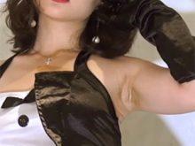 【高画質ワキフェチ動画】卑猥なカタチで黒ずんだワキの下を見せてくれるバニーコスのレースクイーン加藤まりな