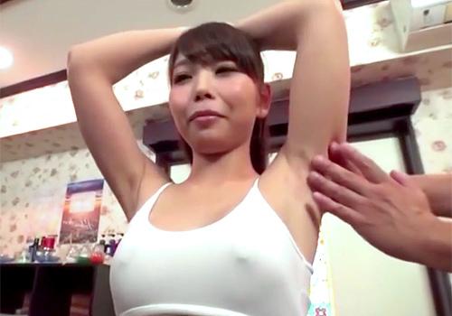 ジョリワキ全開でワキの下を重点的にマッサージされてくすぐったいはずなのに乳首立たせるドエロな素人