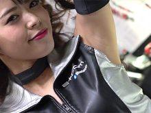 【高画質ワキフェチ動画】これ見よがしに自信満々のワキマンコを披露する激カワキャンギャル 大阪モーターサイクルショー2017