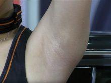 【高画質ワキフェチ動画】剃り残しがあるのに自信満々でワキ見せまくりなキャンギャル
