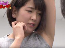 【高画質ワキフェチ動画】吊革につかまるシチュエーションでエロいワキの下を剥き出しにする巨乳娘