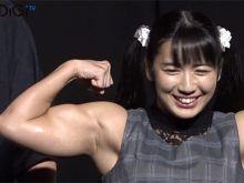 【高画質ワキフェチ動画】筋肉アイドルの才木玲佳のワキの下は思いの外エロいですよ