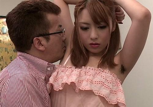 黒々としたワキ毛をワキ舐めされてしっかりワキコキもさせられてしまう桜井あゆ