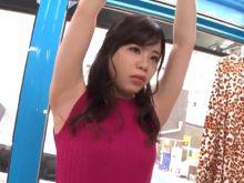 ファッションチェックと称されワキの下丸出しの恥ずかしい格好をさせられちゃう関西弁女子